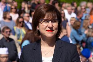 Поздравление министра образования Светланы Трусенёвой по случаю вручения аттестатов о среднем общем образовании